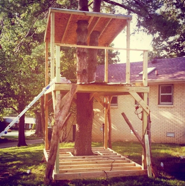 a_house_built_around_a_tree_640_09