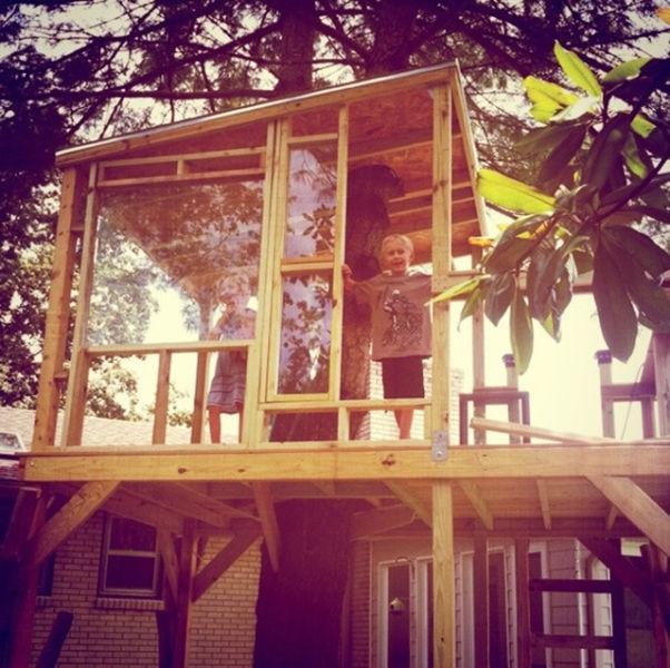 a_house_built_around_a_tree_640_10
