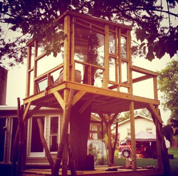 a_house_built_around_a_tree_640_11