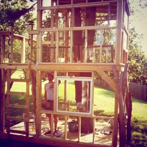 a_house_built_around_a_tree_640_12