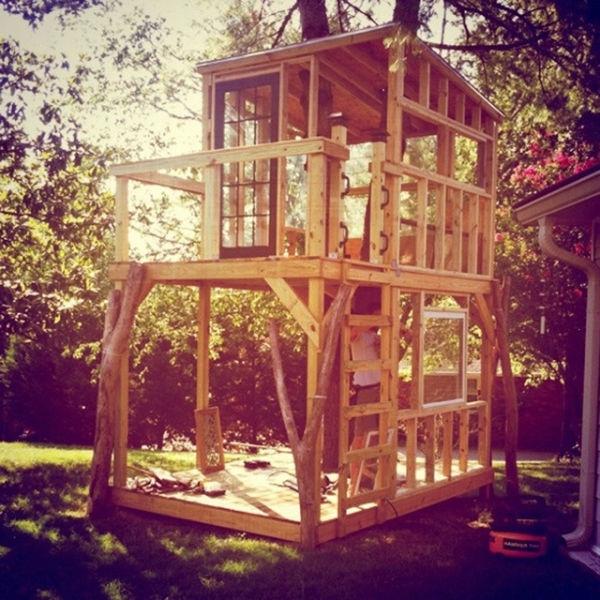 a_house_built_around_a_tree_640_13