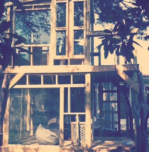 a_house_built_around_a_tree_640_18