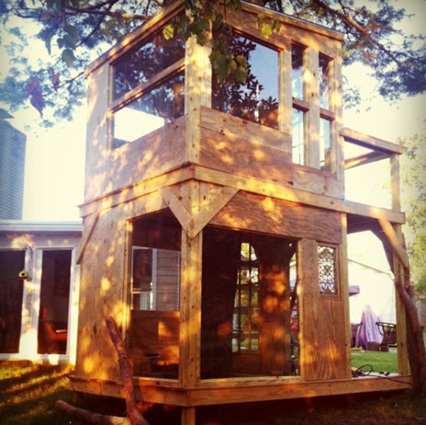 a_house_built_around_a_tree_640_19