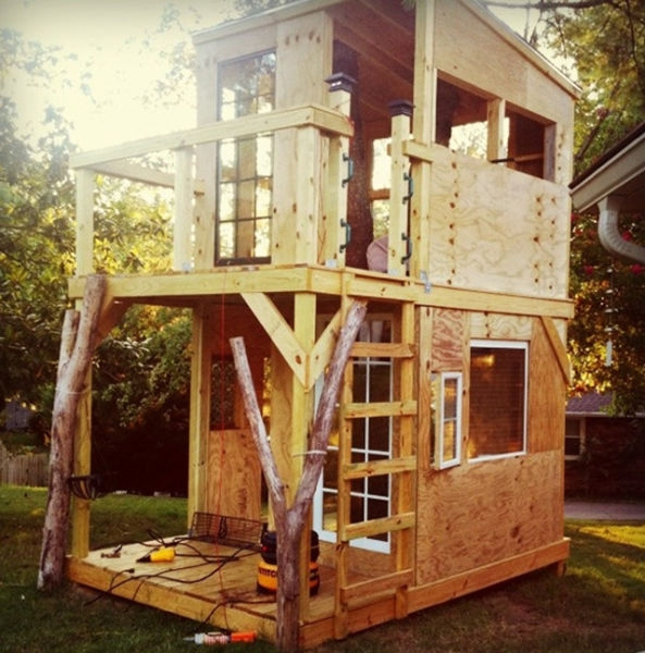 a_house_built_around_a_tree_640_20