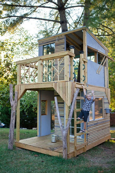 a_house_built_around_a_tree_640_23