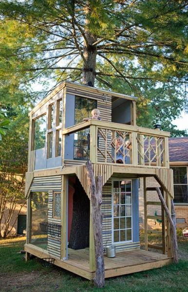 a_house_built_around_a_tree_640_24