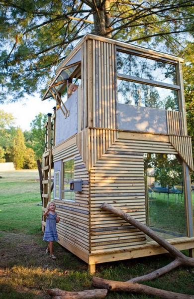 a_house_built_around_a_tree_640_26