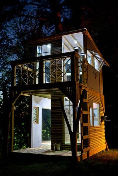 a_house_built_around_a_tree_640_27