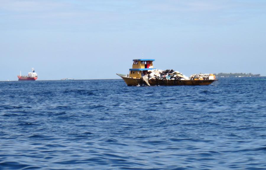 Мальдивы. Транспортировка мусора