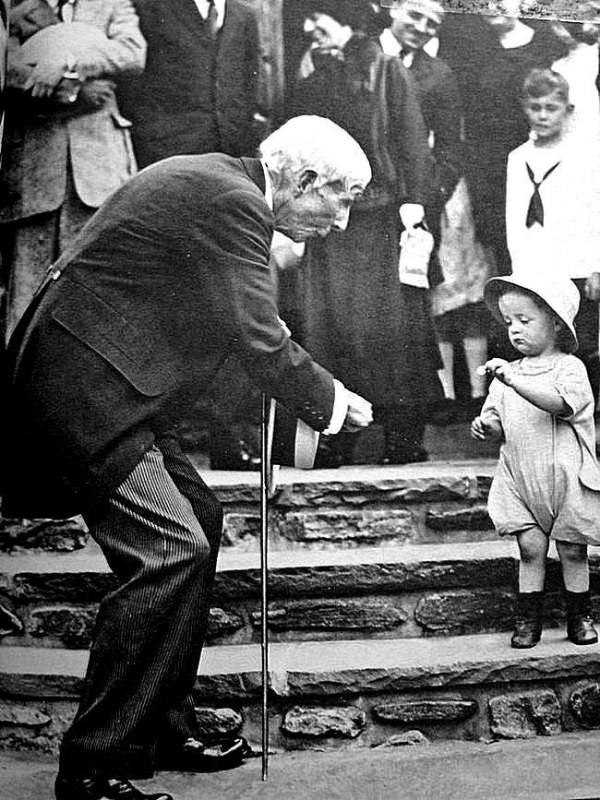 Рокфеллер забирает у ребенка 5 центов