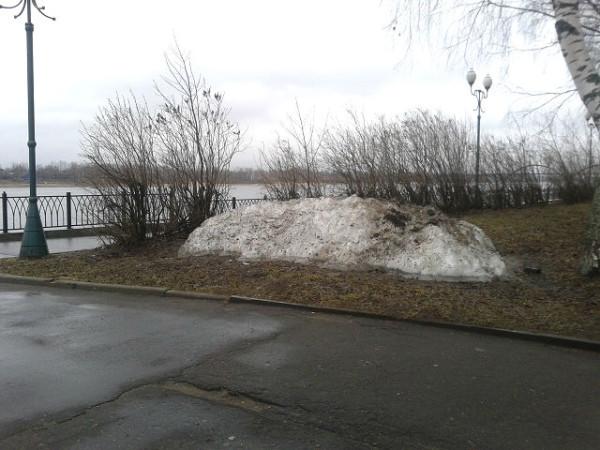 последняя куча снега