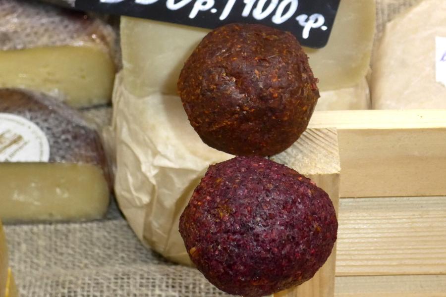 Козий сыр отечественных производителей по цене чёрной икры. Даниловский рынок.