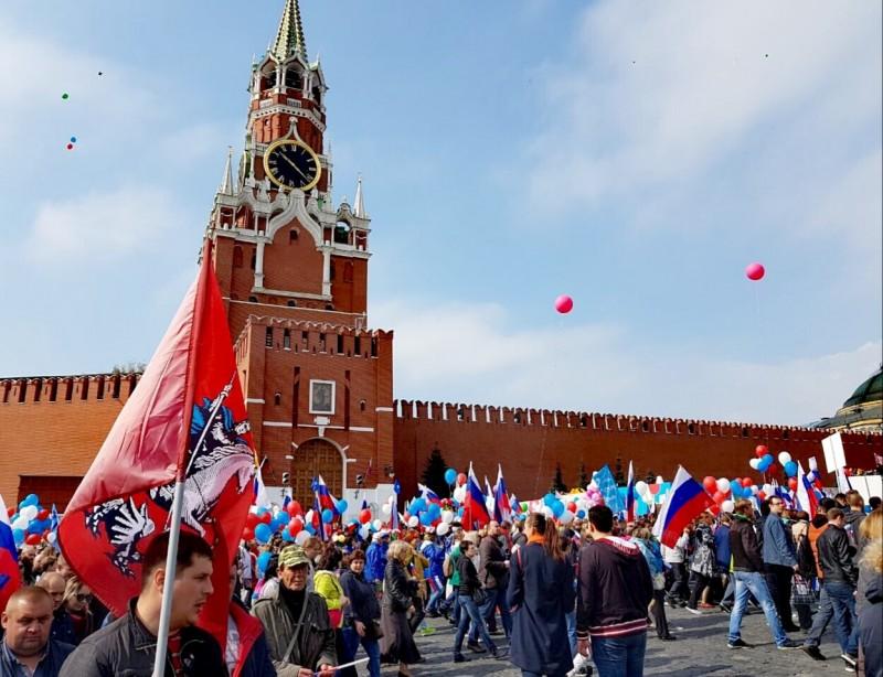 Онлайн трансляция из первомайских колон. Москва. Красная площадь. Пост