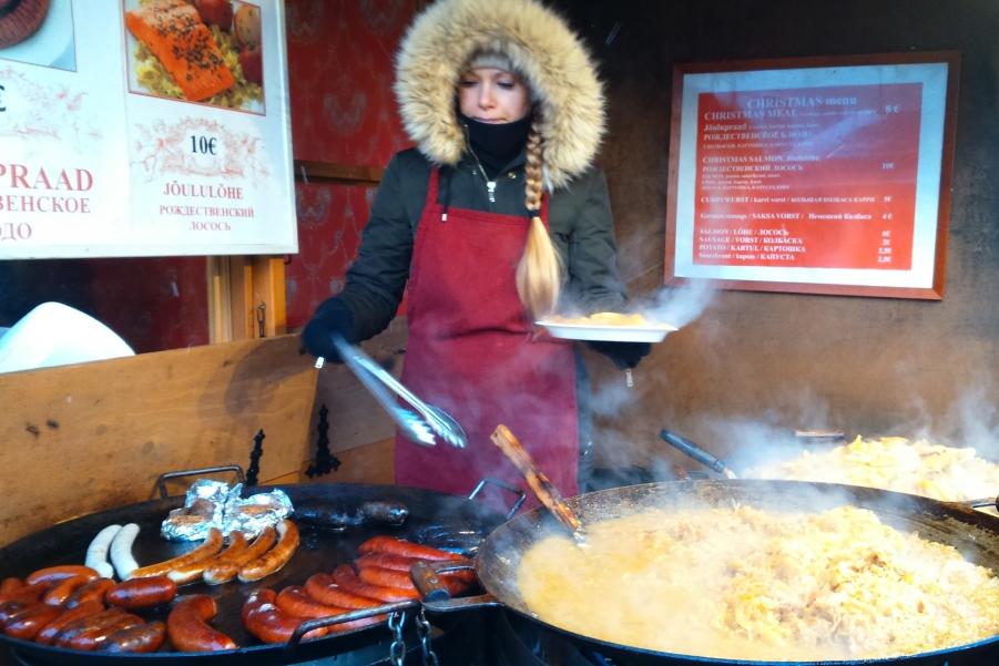 Самая рождественская еда на ярмарке в Таллине