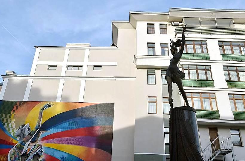 граыити и памятник
