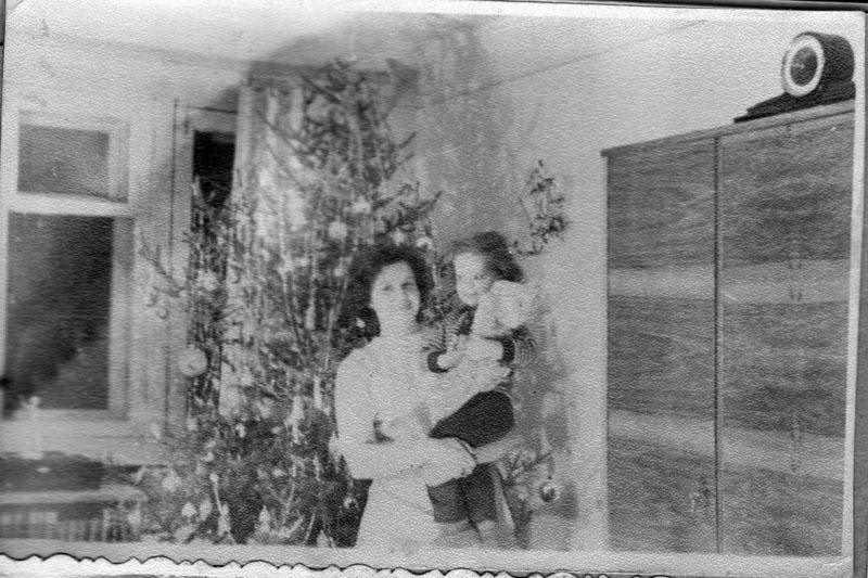 Я с мамой у елки 1966-1967
