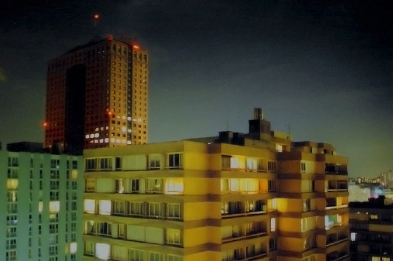 800px-Aubervilliers_hlm_night