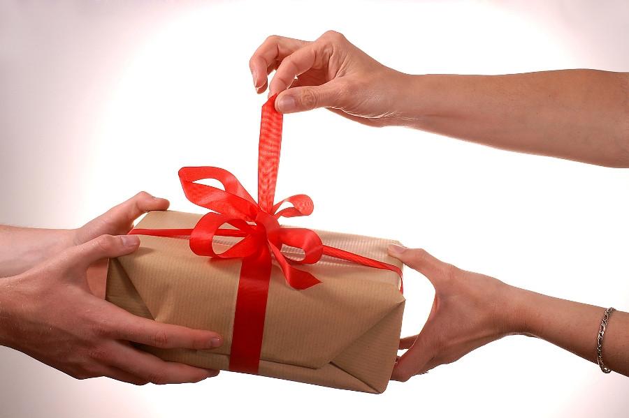 opening-gift