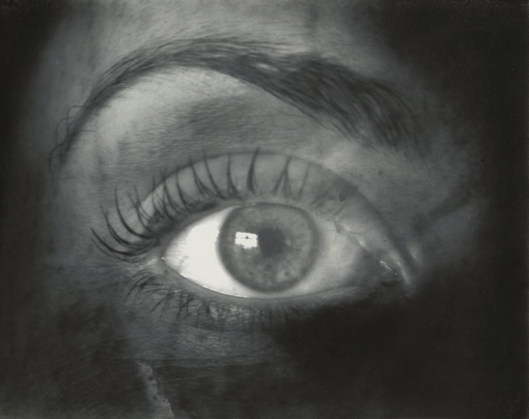 josef-breitenbach-close-up-of-womans-eye-1940s1