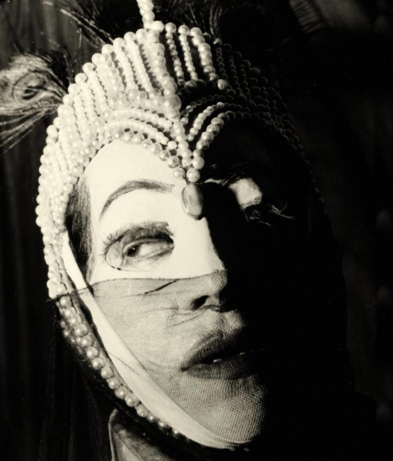 Helen Weigel in white mask, ca. 1945