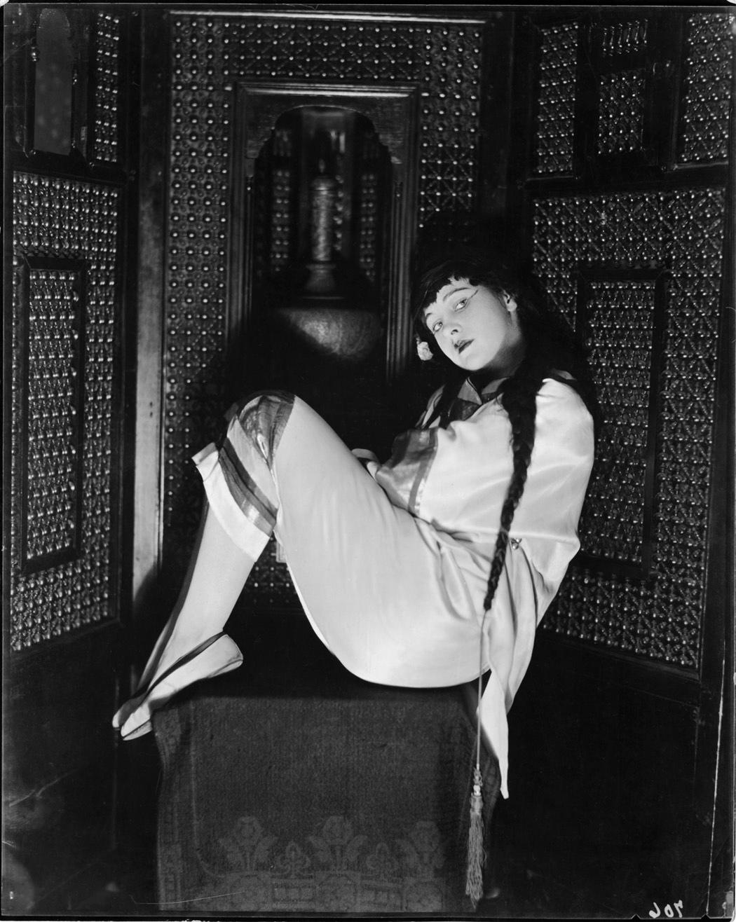vaudeville-star-pauline-leland-by-james-abbe-c-1921