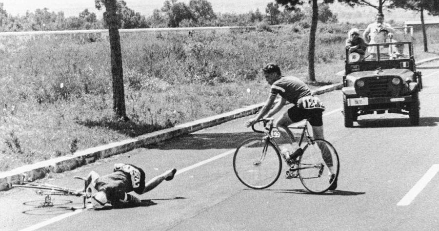 Датчанин Курт Янсен теряет сознание от передоза амфетамина во время Олимпиады. Рим, 1960 год