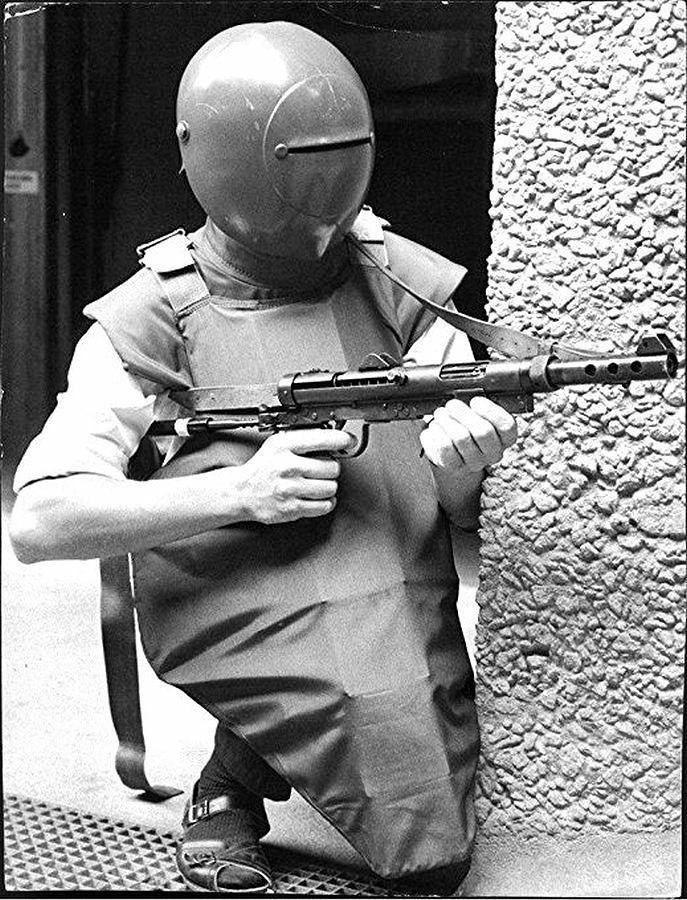 Полицейский в тактических сандалиях. Швеция. 1969 год