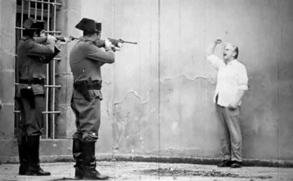 Поэт Гарсиа Лорка читает стихи перед расстрелом, Испания, 1936 год