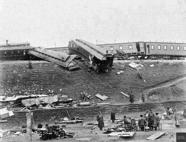 Крушение императорского поезда, в котором Александр III с женой и детьми возвращались после отдыха в Крыму. 17 (29) октября 1888 года