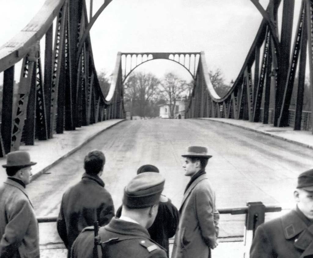 Шпионский мост в Потсдаме, где происходили советско-американские обмены