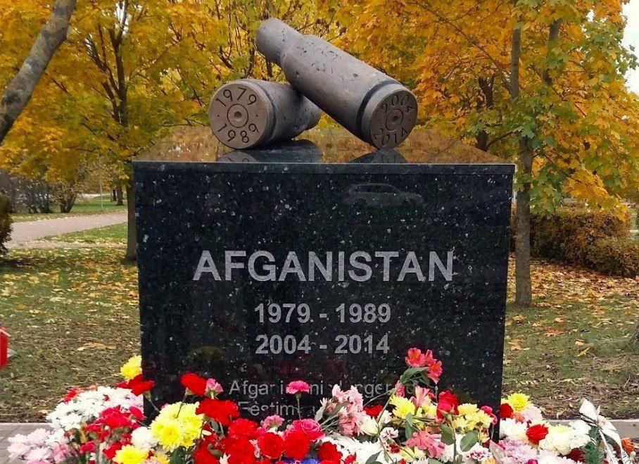 Памятник Афганской войне в эстонской Нарве выглядит так. Как говорится, наши «миги» в Кабуле обогнали американские на 40 минут.