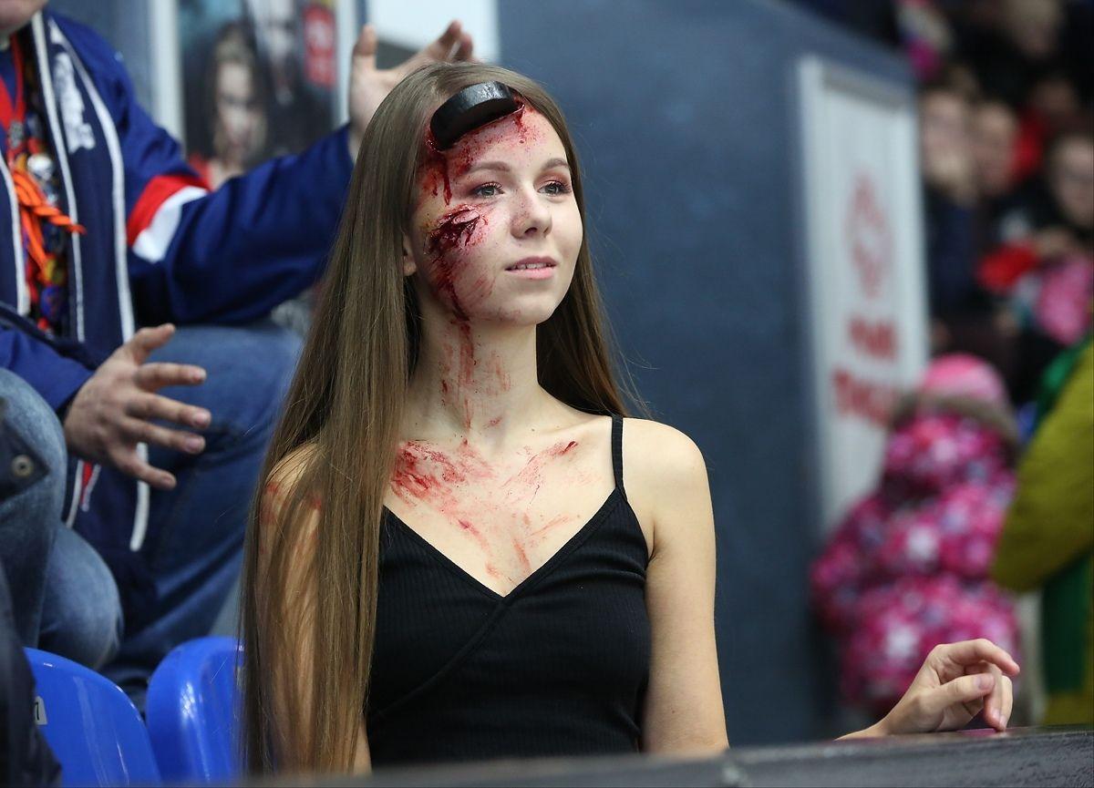 Хэллоуин на трибуне хоккейного матча