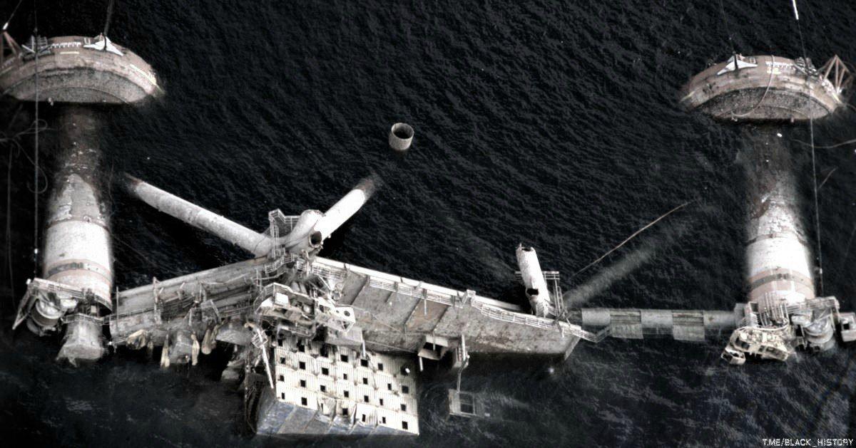 Подъём нефтяной платформы Alexander Kielland. Одна из опор этой платформы надломилась, затем платформа перевернулась на бок. Более 100 человек погибло. 1980-е годы, Северное море, Норвегия.