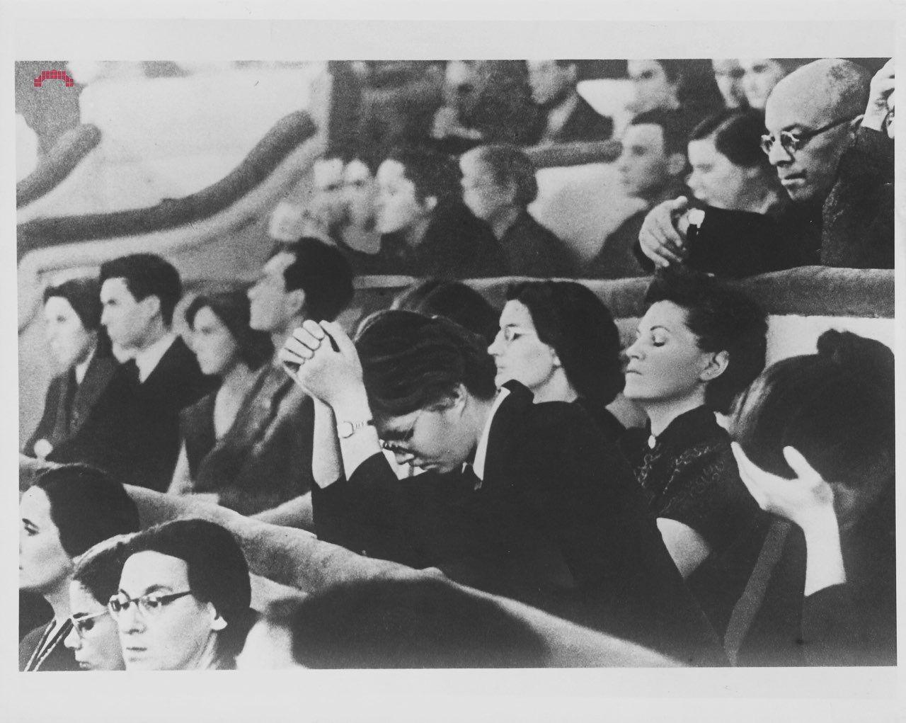 Публика в зрительном зале слушает симфонию Шостаковича, Москва, 1966-й год