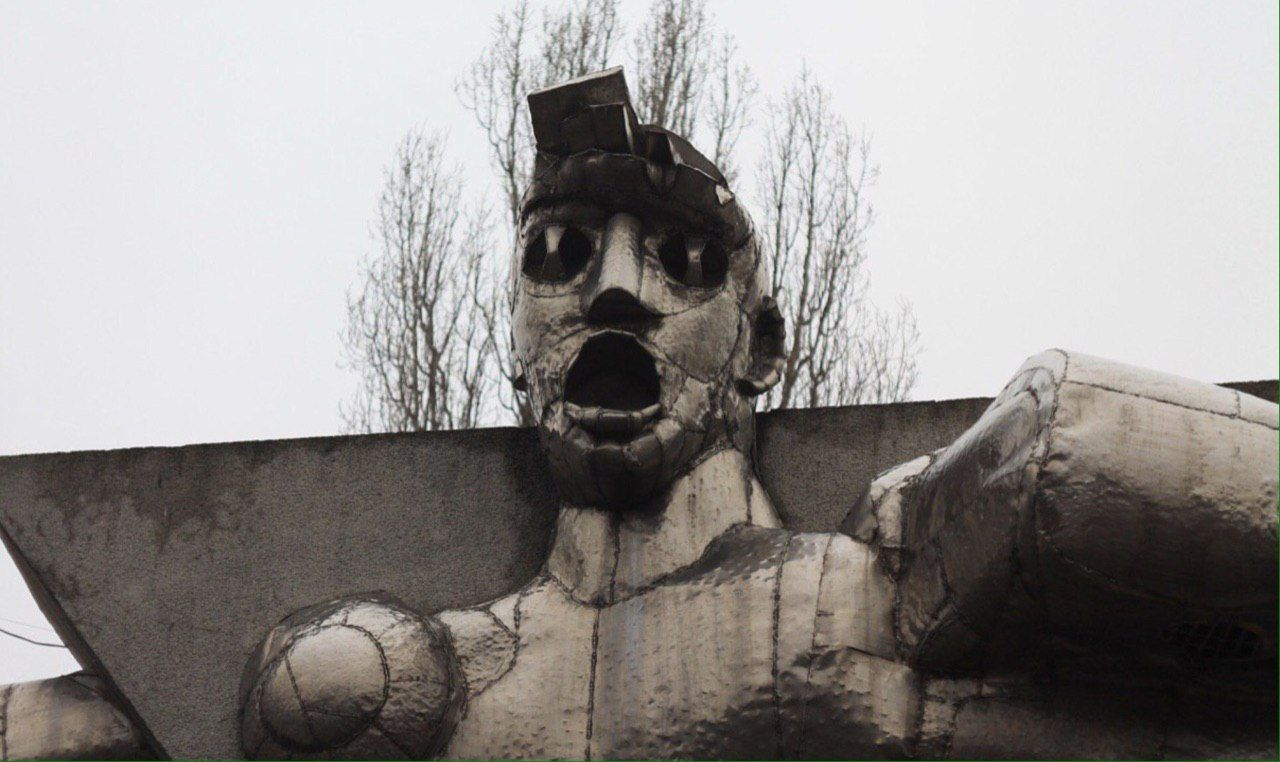Памятник Прометею в курском Курчатове недалеко от АЭС