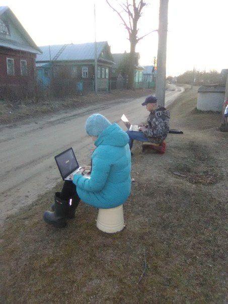 Череповецкий район, Уломское с/п, деревня Еврасово. Дистанционное обучение возле столба с Wi-Fi