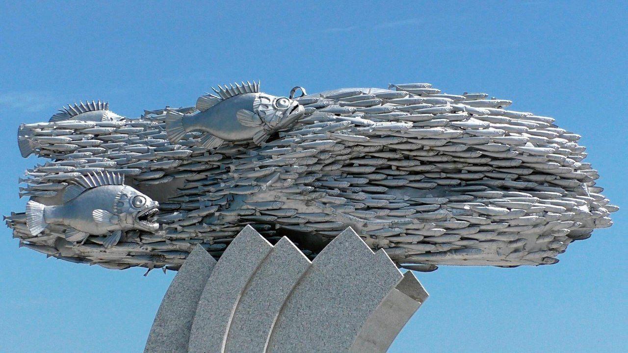 В Новороссийске есть памятник рыбе хамсе