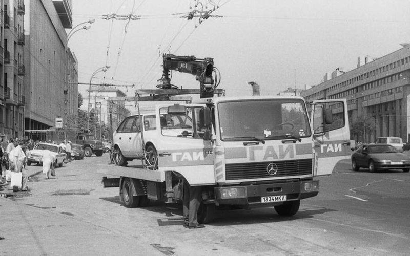 Один из первых восьми эвакуаторов в Москве (причём сразу «Мерседес»), 1991 год