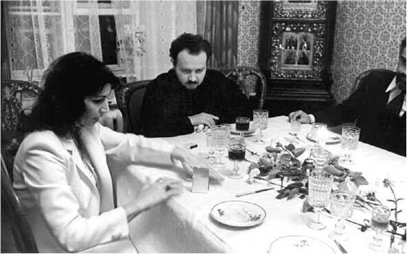 Владимир Гундяев наблюдает за телекинезом Джуны, 1981 год
