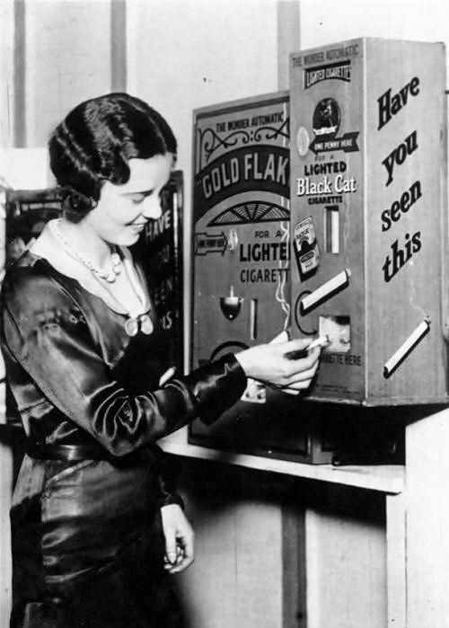 Торговый автомат, который продавал уже подожжённые сигареты, Англия, 1931 год