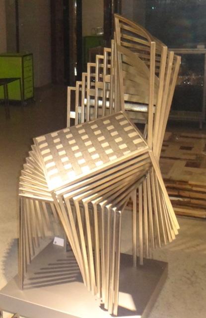 Вена, стулья в витрине