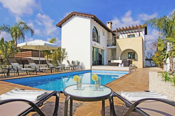 Готовы обменять квартиру на виллу на Кипре?