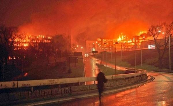 """20 лет спустя генсек НАТО уговаривает сербов: «Это были """"законные бомбардировки""""»"""