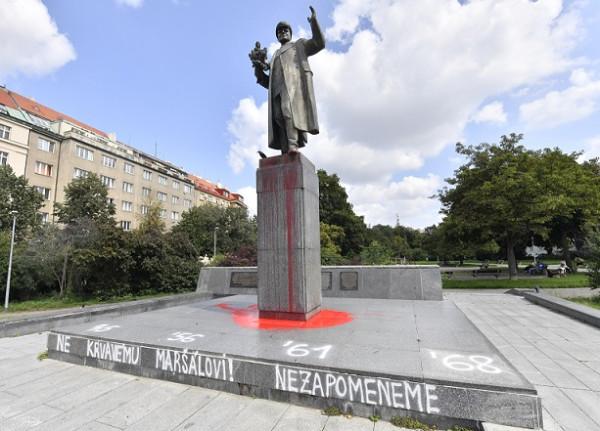 В Чехии – очередной всплеск русофобии. А МИД там уверен, что осквернять памятники никто не запрещал