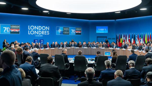 НАТО в поисках врагов и денег. Юбилейные заметки