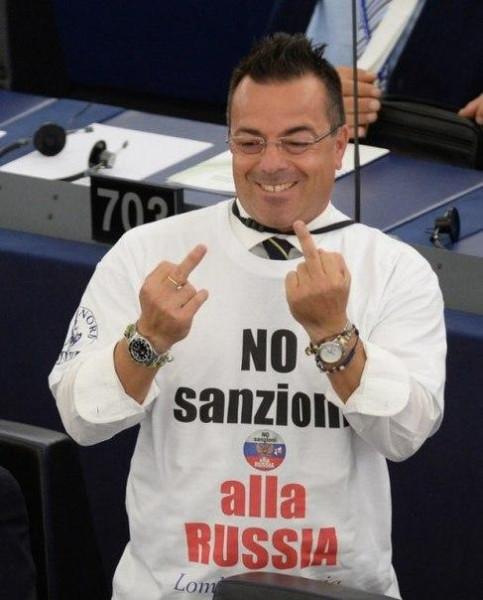 Итальянцы пришли на заседание европарламента в майках с надписями Нет санкциям против России-2.
