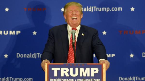 С чем Трамп встретит Рождество? Со смехом…