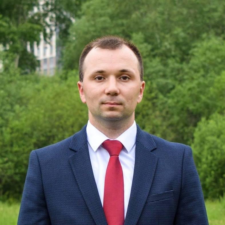Роман Тихонов