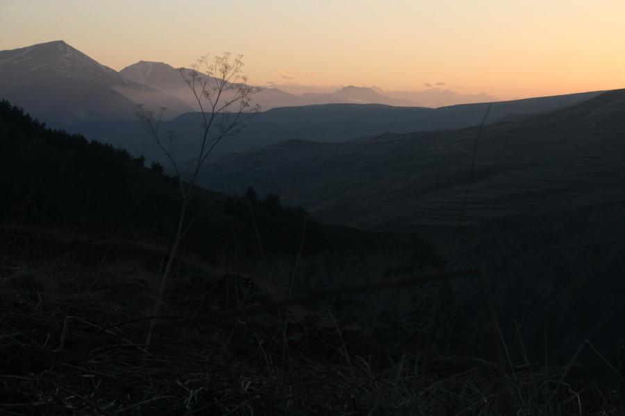 Чечня, заброшенное селение Хой у озера Кезеной-ам