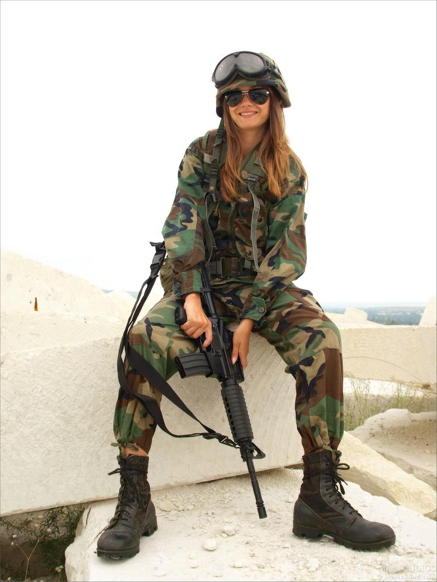 Толстые бабы в военной форме 8 фотография
